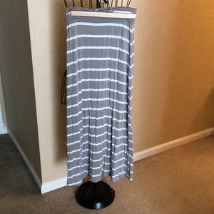 Promesa USA 🇺🇸 gray and white striped skirt